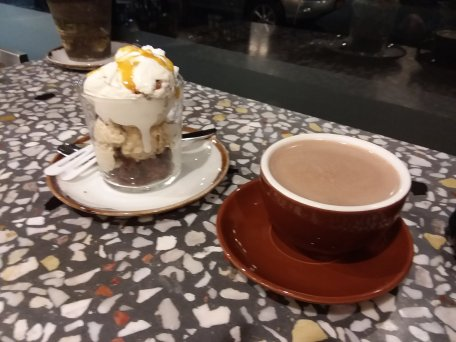 Sundae and hot chocolate at Panna Notte
